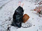 Dobrovolníci uklízeli v Brdech, odnesli mnoho pytlů s odpadky