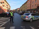 Průjezd náměstím 17. listopadu je uzavřen, policisté zde prošetřují nehodu
