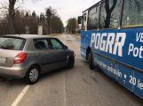 V Žižkově ulici se srazil autobus s fábií