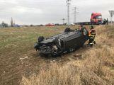 Aktuálně: Řidička nedala přednost a skončila na střeše