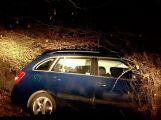 Auto skončilo v příkopu na silnici do Mirovic za obcí Počaply.