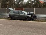 Náraz vozu do svodidel uzavřel jeden pruh dálnice D4
