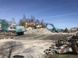 Stavbaři na D4 odklízejí zbytky zdemolovaného mostu