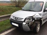 Nad Milínem se srazily dva osobní vozy