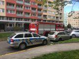 AKTUÁLNĚ: Policie evakuuje několik obyvatel z panelového domu na Rynečku, čeká se na příjezd pyrotechnika