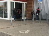 Během čtvrt roku došlo k pěti útokům na tři pracovníky ostrahy prodejen v Příbrami