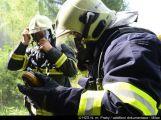 Ve vojenském výcvikovém prostoru Jince cvičili hasiči likvidaci požáru tlakových lahví