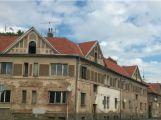 Domy v Březnické ulici byly vydraženy za 5,6 milionu