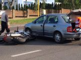 Právě teď: V Husově ulici škodovka knokautovala motorkáře