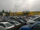 Albert Hypermarket dneska otevřel, Lidl je naopak zavřený