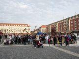 Rekord padl: Na náměstí se sešlo v jednu chvíli 121 košťat