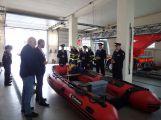 Profesionální hasiči z Dobříše dostali nový člun