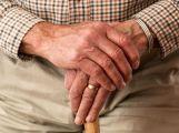 Podvody na seniorech jsou stále aktuální. Naučte se bránit