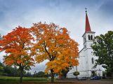 Bohutínský kostel nyní potkáte v barvách podzimu