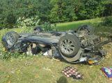 Aktuálně: Po nehodě zůstalo auto na střeše, zaklíněného řidiče museli vyprostit hasiči