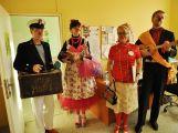 Zdravotní klauni přinesli zpěv a úsměv do léčebny dlouhodobě nemocných