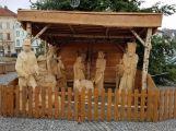 Vánoční strom v Příbrami doplnil dřevěný betlém