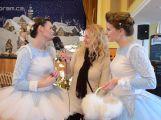 Kdo miluje Vánoce, směroval včera své kroky do divadla