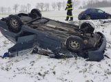 Právě teď: Po střetu dvou vozidel skončilo jedno na střeše. Z místa je hlášen větší počet zraněných