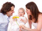 Od dnešního dne je možné čerpat týdenní otcovskou dovolenou