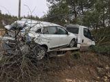 Právě teď: Vezl havarované vozidlo a sám skončil mimo silnici