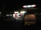 Dva maskovaní muži se zbraněmi v ruce přepadli obchod v Příbrami