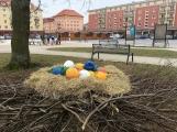 Velikonoční výzdoba rozveselila náměstí