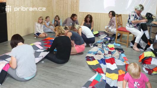 Na Dobříši vzniká rekordní pikniková deka
