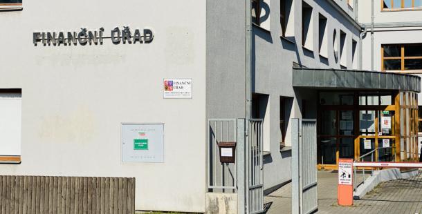 Pořad Reportéři ČT spojoval Agrofert s odvoláním ředitele příbramského finančního úřadu. Nyní televize čelí žalobě