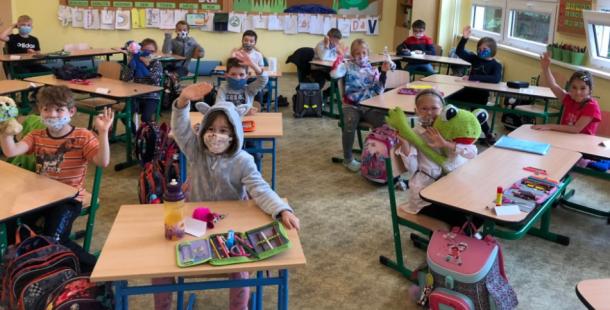 Polovina dětí se vrátila do školních lavic, výuka probíhá v omezeném režimu