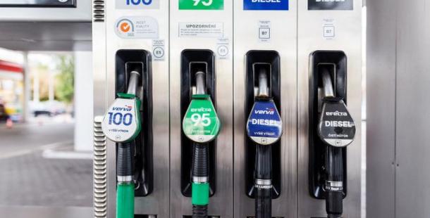 Pohonné hmoty dál zdražily, nad 26 korunami za litr je už i nafta