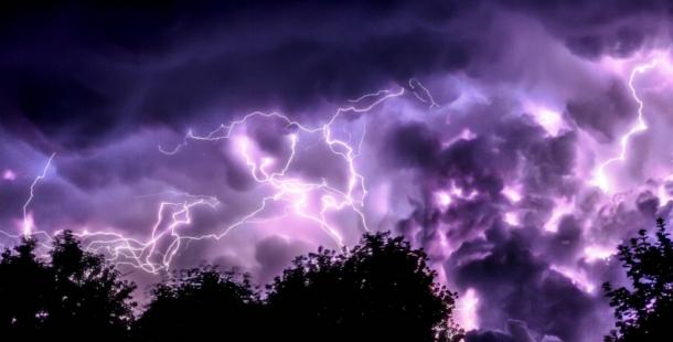 Meteorologové varují před silnými bouřkami. Výstraha platí až do čtvrteční noci