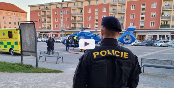 Na náměstí v Příbrami přistál vrtulník. Přiletěl pro ženu, která se pokusila skokem z okna spáchat sebevraždu